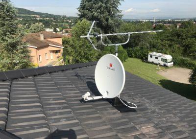 Pose d'une antenne parabole à Neuville sur Saône 69250