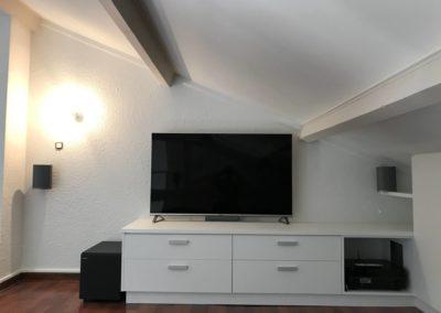 Home cinéma dans une pièce en combles aménagées à Gleizé 69400