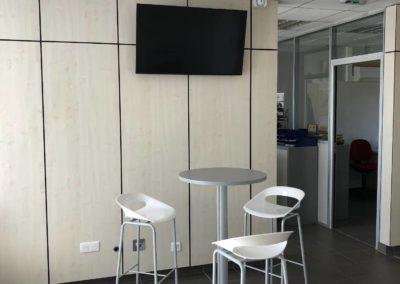 Installation d'un écran de télévision dans l'espace détente d'une entreprise de Anse 69480