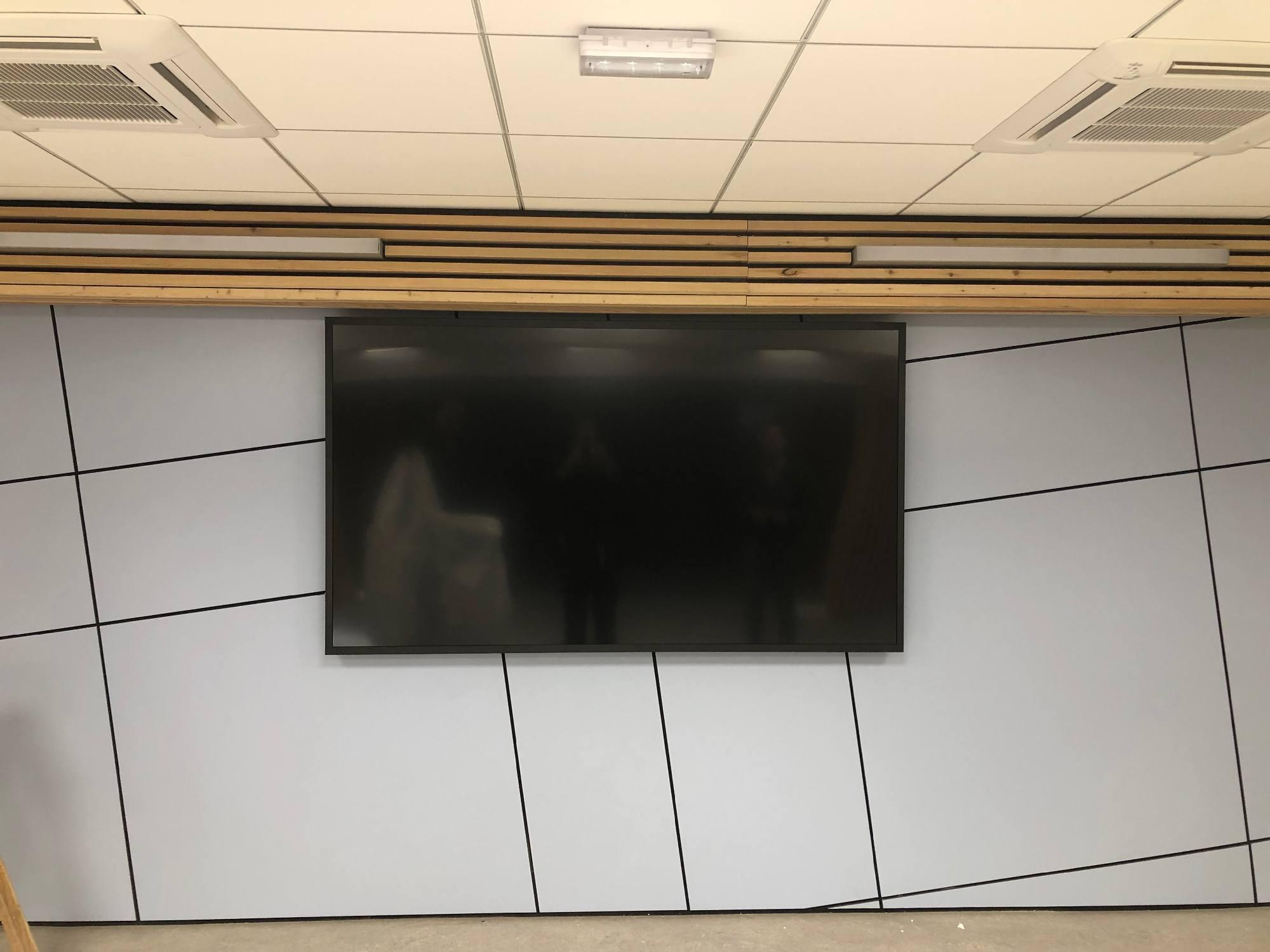 Écran de télévision dans une salle de réunion d'une entreprise de Anse 69480