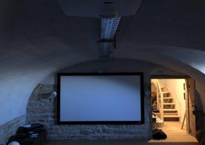 Équipement d'une salle Home Cinéma dans une maison de Pommiers 69480
