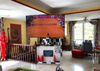 Ecran TV 85 pouces dans un appartement de Lyon 69006