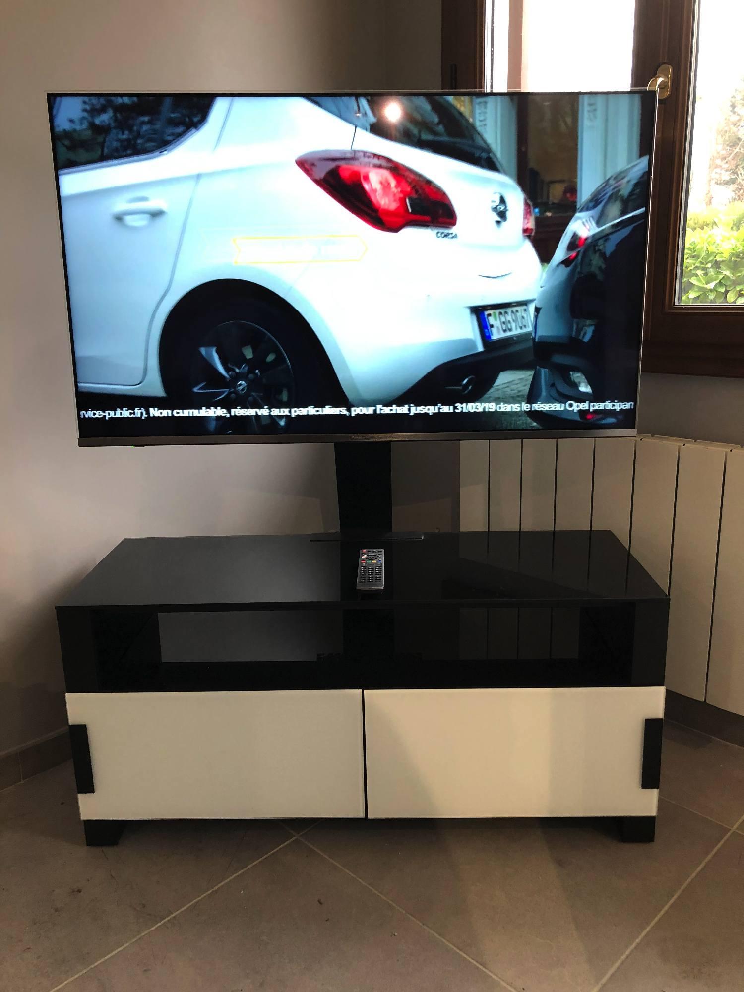 Fourniture d'un meuble et d'une télévision dans une maison de Messimy 69510