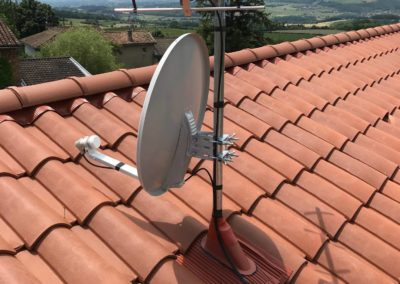 A Charnay 69380, installation antenne TNT et parabole satellite