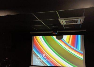 Installation d'un écran et d'un vidéo-projecteur dans une salle de sport de Lyon 69001